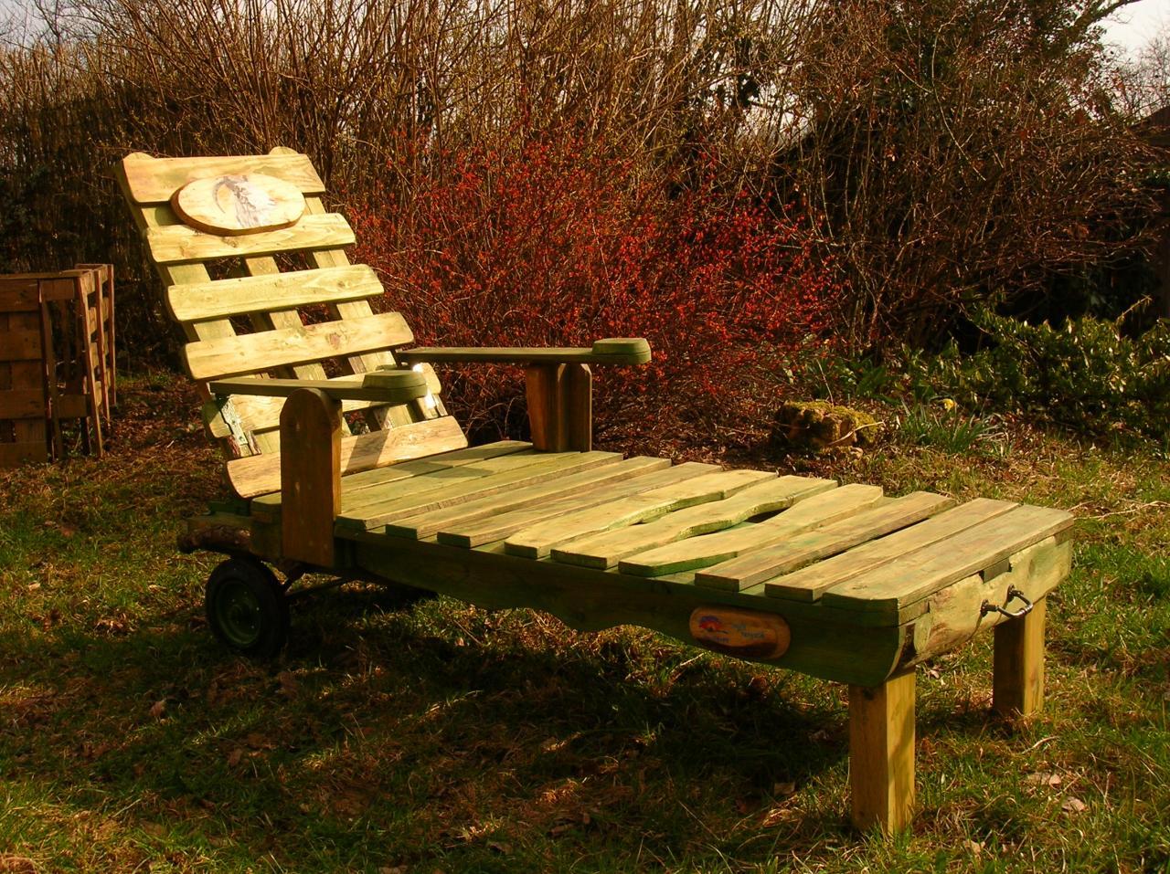 Mobiliers de jardin construits en palettes recycl es for Fabrication de fauteuil de jardin en palette