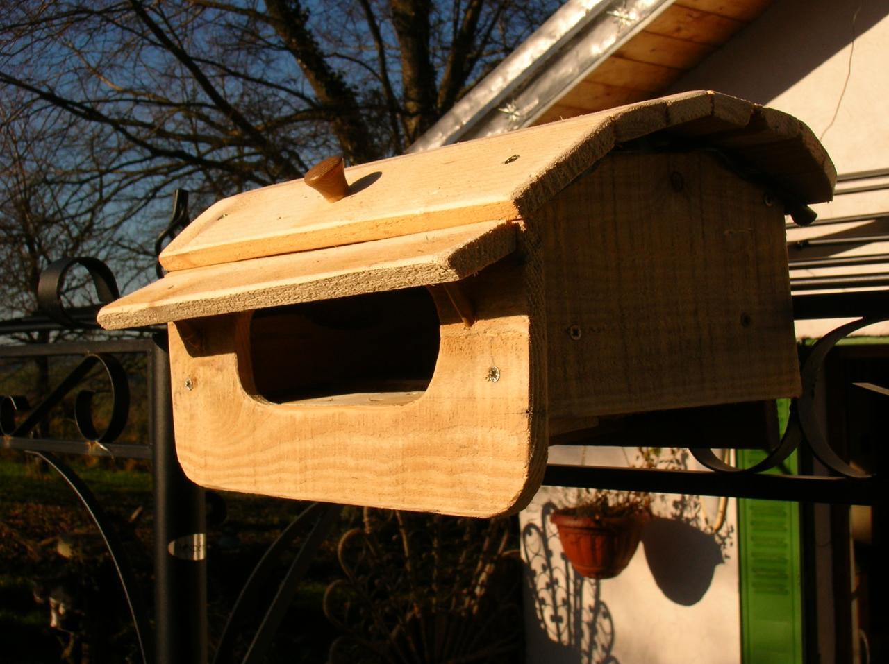 cabanons d 39 oiseaux nichoirs abreuvoirs mangeoires en. Black Bedroom Furniture Sets. Home Design Ideas